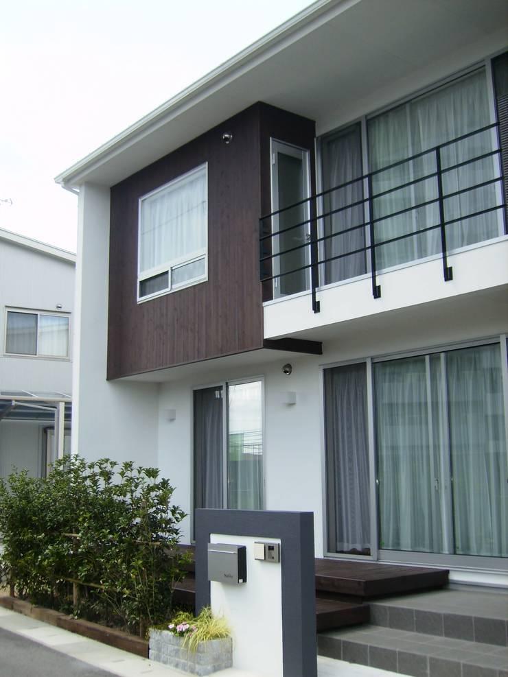 施行事例: mukaiが手掛けた家です。,モダン