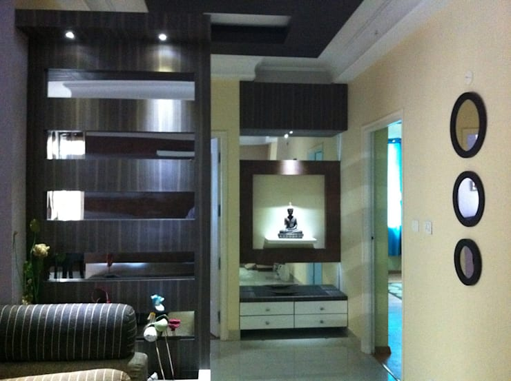 Apartment:  Living room by origin interiors,Modern