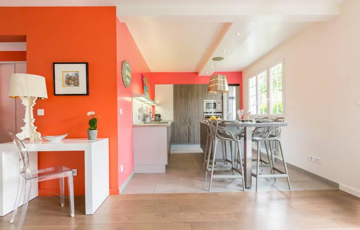 Aménagement et décoration d'une villa région St Germain en Laye: Cuisine de style de style Moderne par Katia Rocchia Home Designer