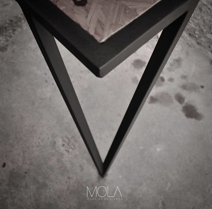 Estantres Dj: Hogar de estilo  por MOLA