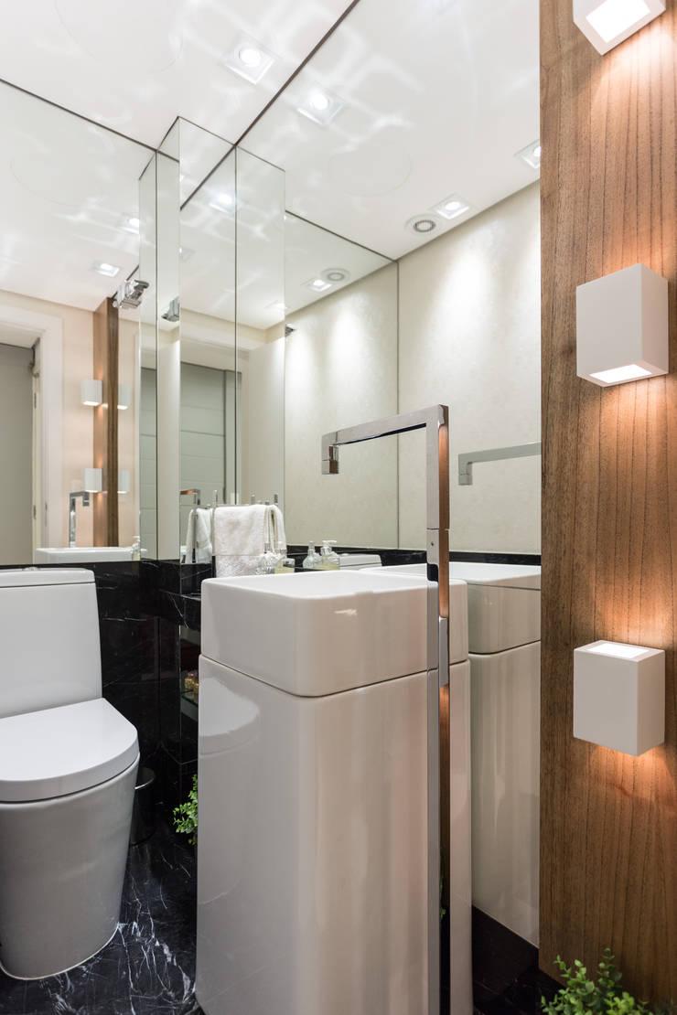 Lavabo: Banheiro  por B+R Arquitetura