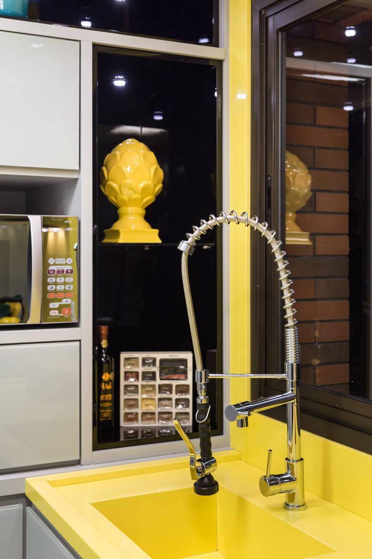 Cozinha: Cozinha  por B+R Arquitetura