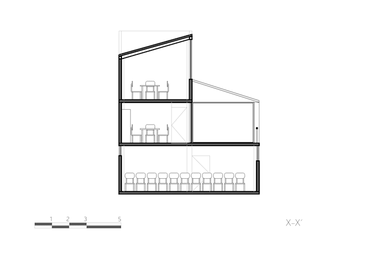 Corte X-X:  de estilo  por Komoni Arquitectos