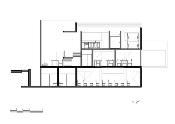 Corte Y-Y:  de estilo  por Komoni Arquitectos