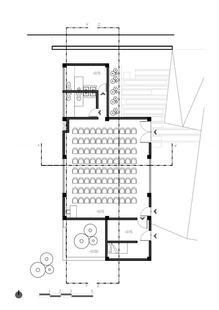 Planta 1:  de estilo  por Komoni Arquitectos