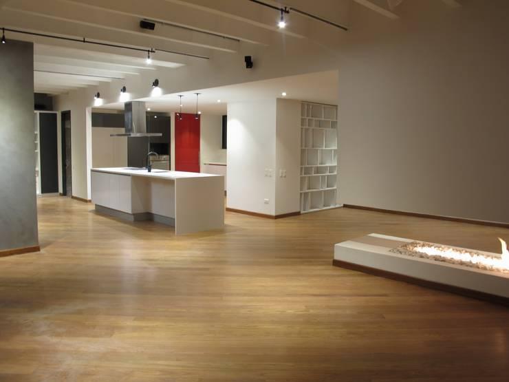 APTO MEJIA - MORA: Salas de estilo  por unouno estudio ,