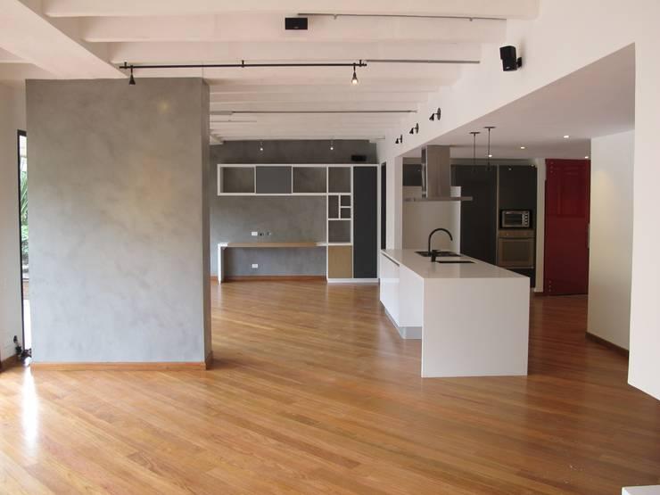 APTO MEJIA – MORA: Salas de estilo  por unouno estudio ,