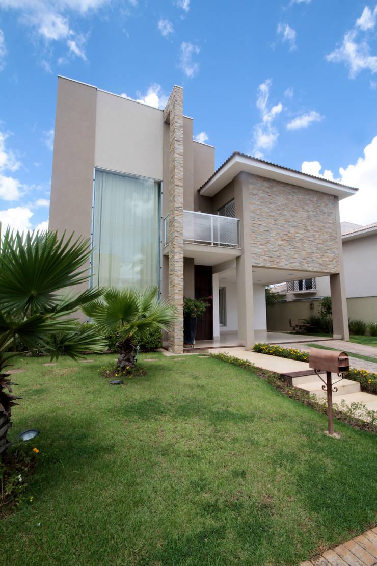 Projeto M G - Arquitetura Residencial : Casas  por Arqhome -Arquitetura e Interiores ,