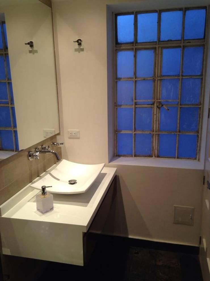 CASA SANCHEZ: Baños de estilo moderno por unouno estudio