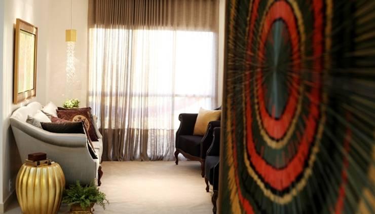 Living room by Arqhome -Arquitetura e Interiores ,