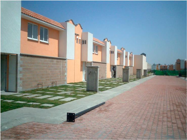 6424 Arquitectura Creativa: Casas de estilo  por 6424 Arquitectura Creativa