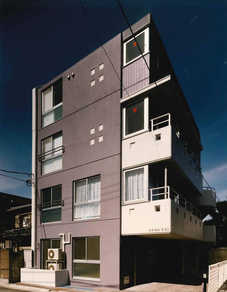 N邸+賃貸集合住宅・メインファサード: プランニングシステム株式会社が手掛けた家です。