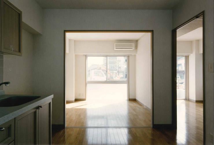 N邸+賃貸集合住宅: プランニングシステム株式会社が手掛けたキッチンです。