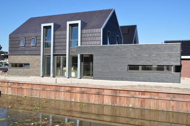 Moderne woning Oxhoofpad:  Huizen door Nico Dekker Ontwerp & Bouwkunde, Modern
