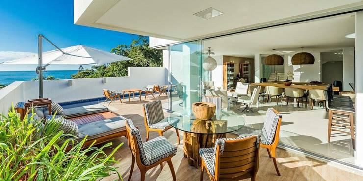 Ocean House 62: Terraços  por Espezim Biazzetto Arquitetura