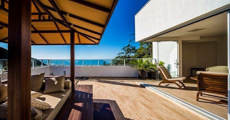 Ocean House 62: Spas  por Espezim Biazzetto Arquitetura,