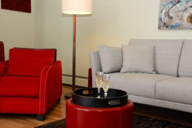 Modern living room by DemianStagingDesign Modern