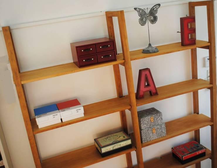 Bibliotecas: Livings de estilo moderno por ORGANIZZA