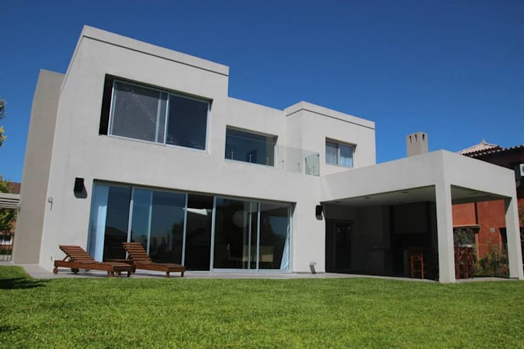 Casa Racionalista en La Glorieta Nordelta: Casas de estilo  por ADHOC arquitecturAmedida,Moderno