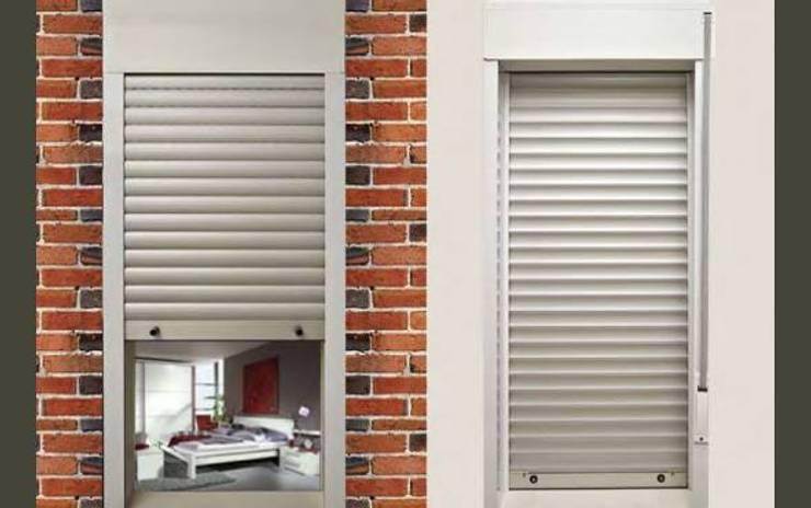 Persianas de aluminio y cortinas de interiores: Ventanas y puertas de estilo  por info8116