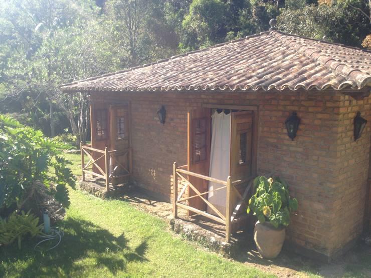 Casa Araras: Casas  por Fernando Menezes Arquitetura,Campestre