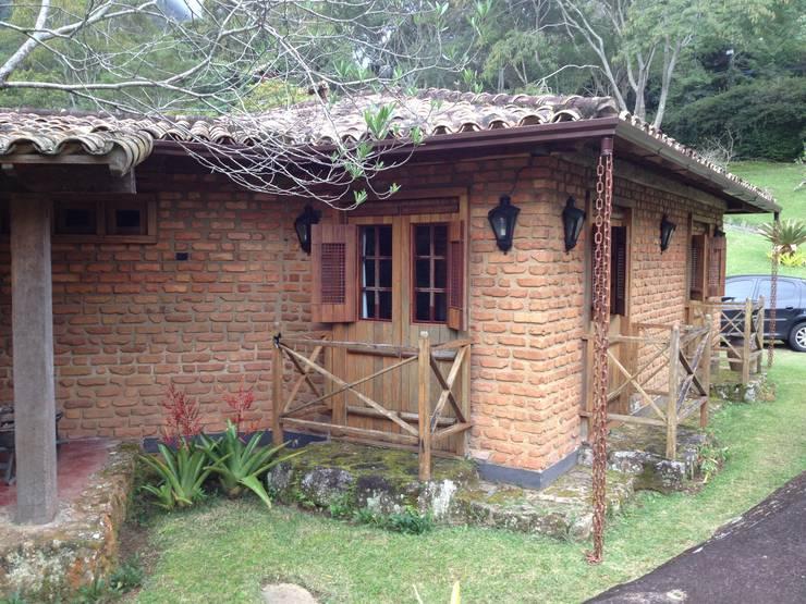 Casas de estilo rural por Fernando Menezes Arquitetura