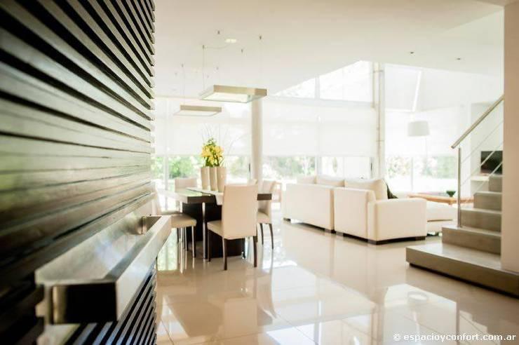 Vivienda en Grand Bell: Livings de estilo moderno por AMADO arquitectos