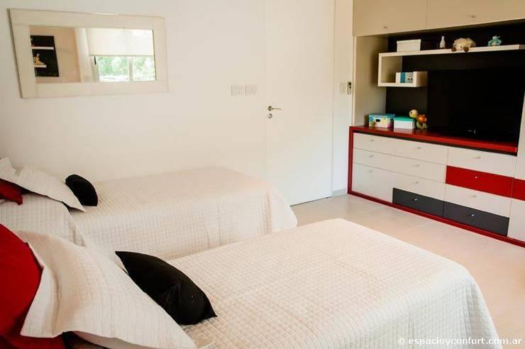 Vivienda en Grand Bell: Dormitorios de estilo  por AMADO arquitectos
