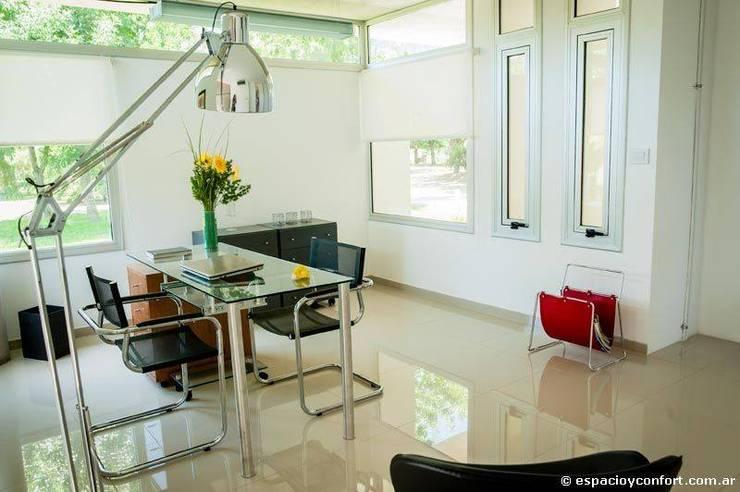 Vivienda en Grand Bell: Estudios y oficinas de estilo moderno por AMADO arquitectos