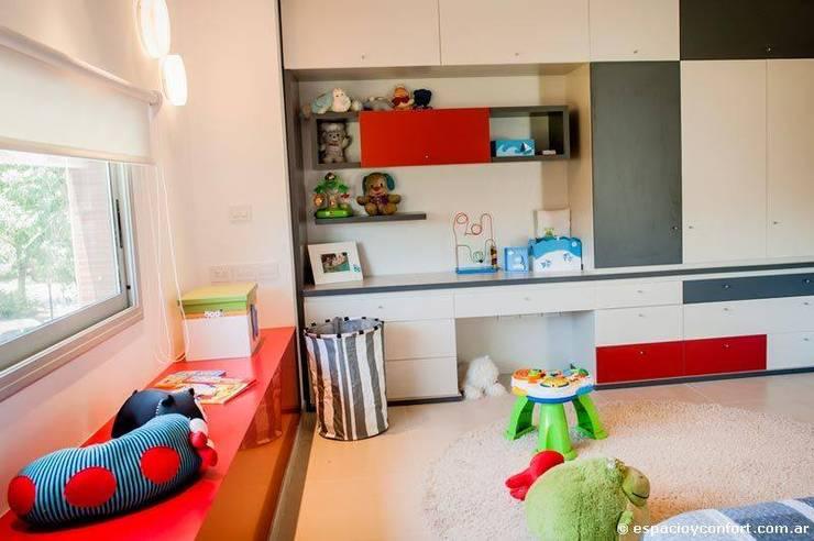 Vivienda en Grand Bell: Dormitorios infantiles de estilo  por AMADO arquitectos