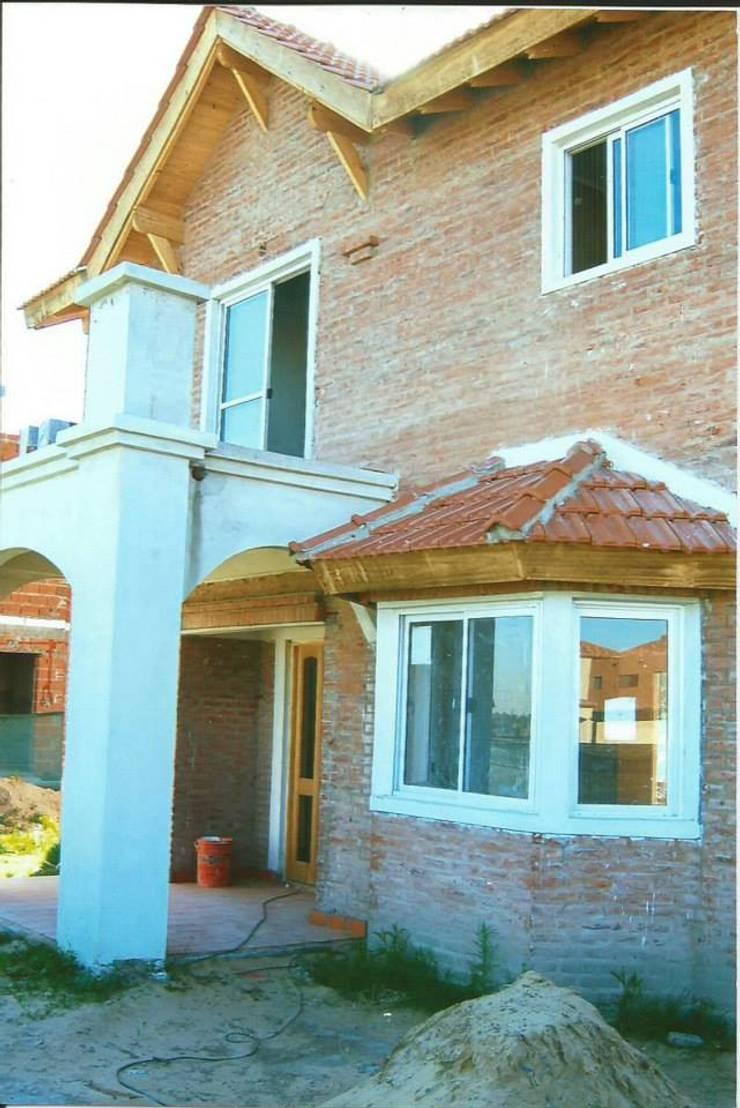 Country San Agustín - Nordelta Casas modernas: Ideas, imágenes y decoración de azarmendia2000 Moderno