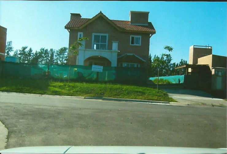 Country San Agustín – Nordelta Casas modernas: Ideas, imágenes y decoración de azarmendia2000 Moderno