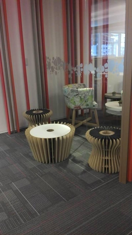 Mobiliario de bajo impacto ambiental – Para Google: Livings de estilo  por gruba,