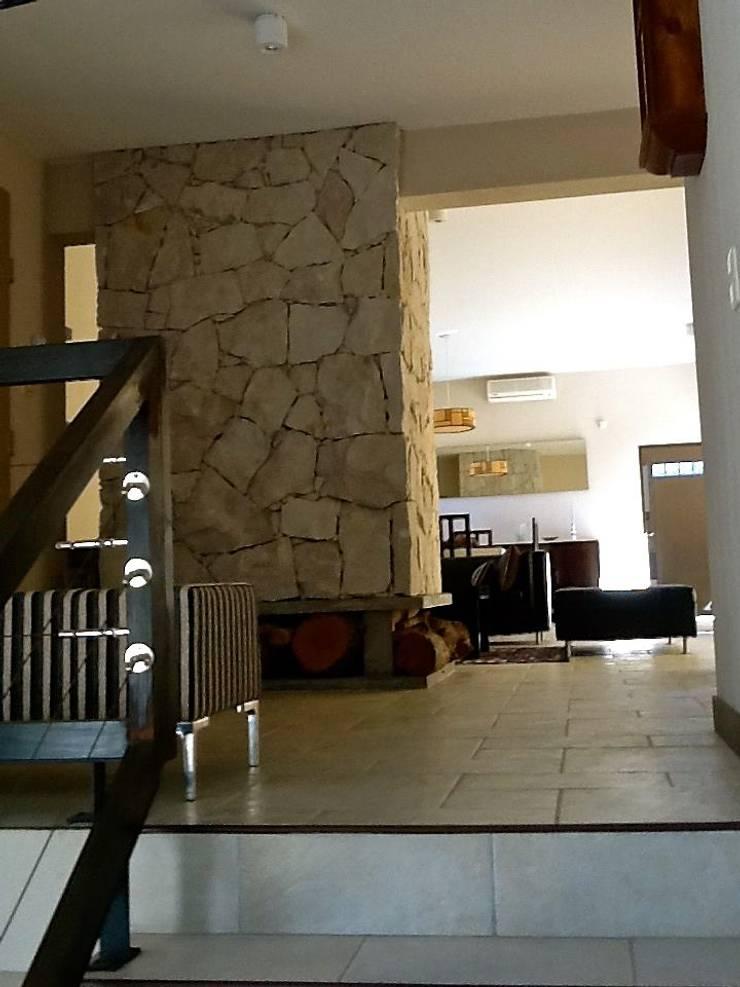 Casa Pinamar -Fragata 25 de Mayo: Livings de estilo  por Ardizzi arquitectos,Moderno