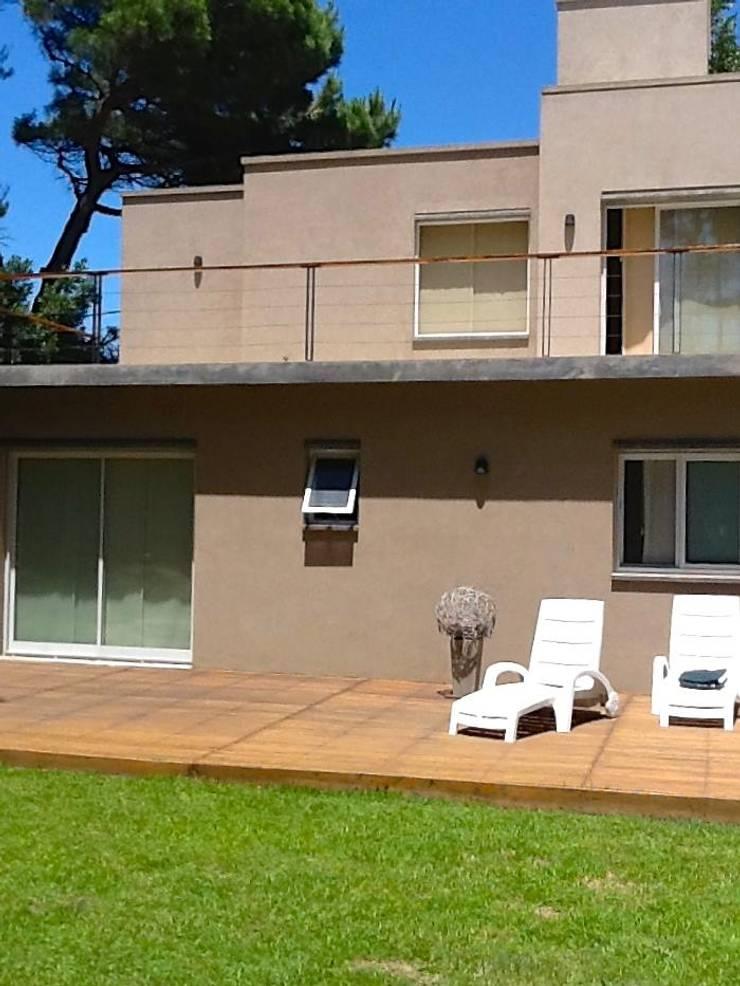Casa Pinamar -Fragata 25 de Mayo: Terrazas de estilo  por Ardizzi arquitectos,Moderno