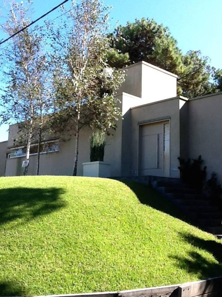 Casa Pinamar -Fragata 25 de Mayo: Casas de estilo  por Ardizzi arquitectos,Moderno