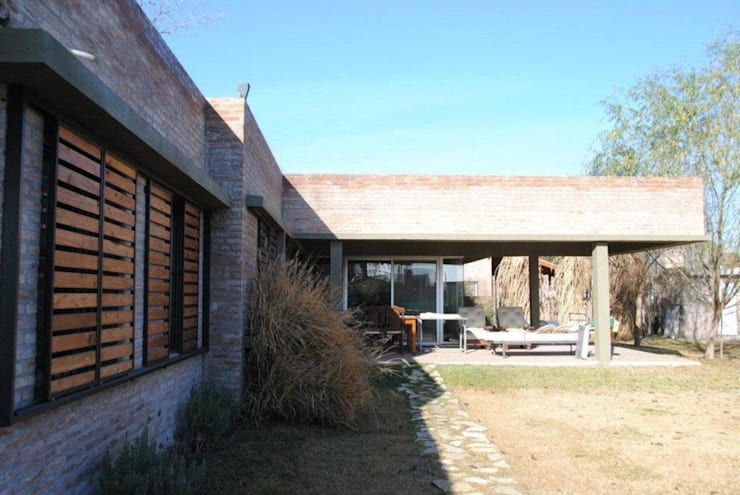 CASA ROLDAN Nº1: Casas de estilo  por Arq. Luciano Altube