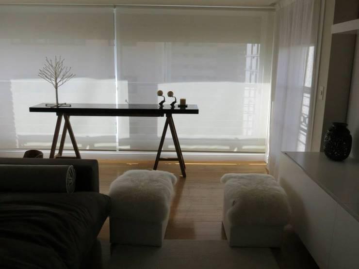 Detalle de balcon cerrado: Livings de estilo ecléctico por MS ESTUDIO DE ARQUITECTURA
