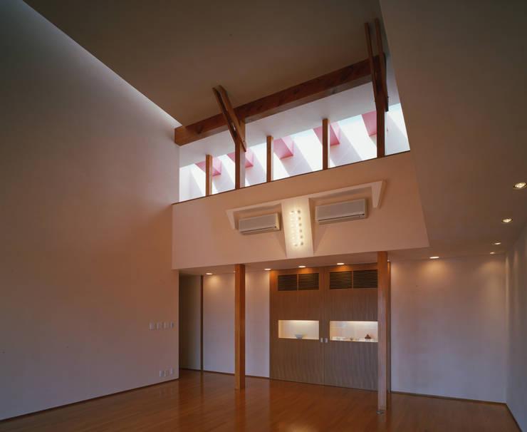 Ruang Keluarga oleh Guen BERTHEAU-SUZUKI  Co.,Ltd.