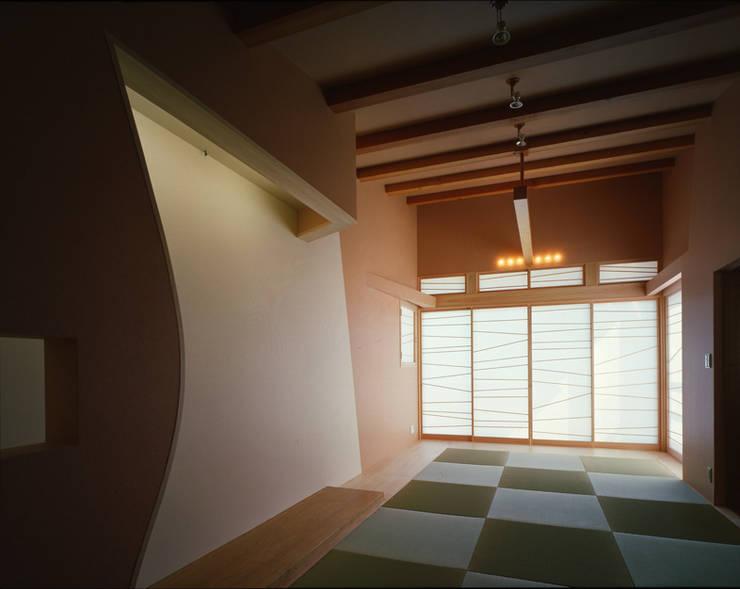 Ruang Multimedia oleh Guen BERTHEAU-SUZUKI  Co.,Ltd.