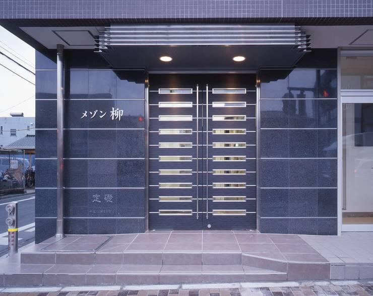 メゾン柳: nakajimaが手掛けた窓です。,モダン