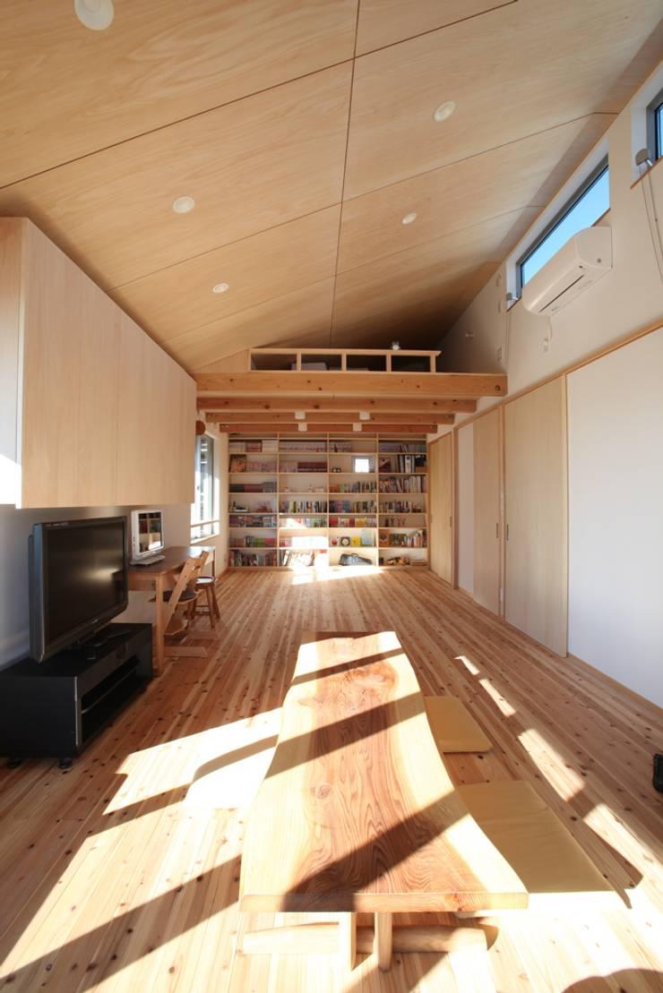 青梅の家 2階リビング の スタジオエイチ / studio eichi