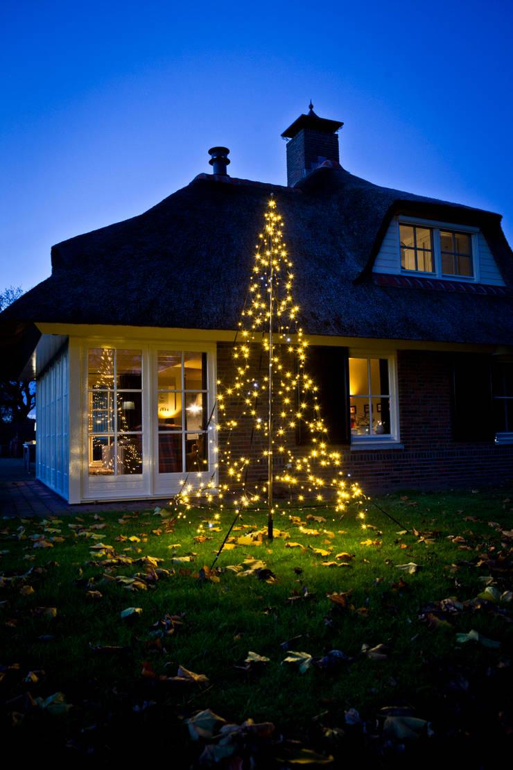 XMAS TREE 3M 360LEDs: styl , w kategorii Ogród zaprojektowany przez SOLAR Lighting - Powered by Nature!