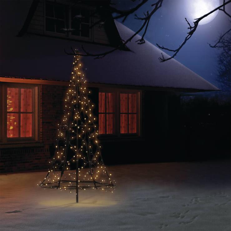 XMAS TREE 1,85M 250LEDs: styl , w kategorii Ogród zaprojektowany przez SOLAR Lighting - Powered by Nature!