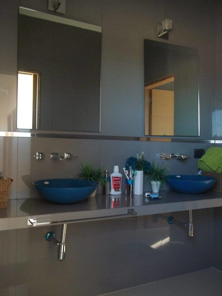 Baño chicos: Baños de estilo  por concepturbano