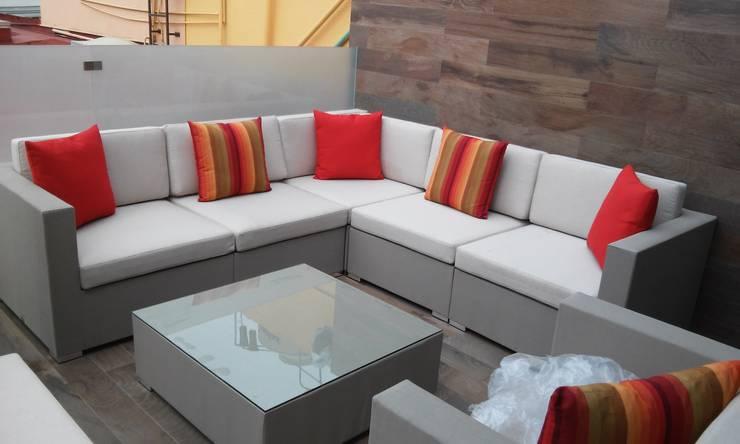 SIENA : Balcones y terrazas de estilo  por SINDO OUTDOOR