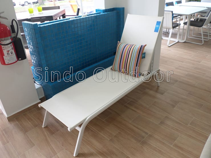 JUNE BLANCO de SINDO OUTDOOR Moderno