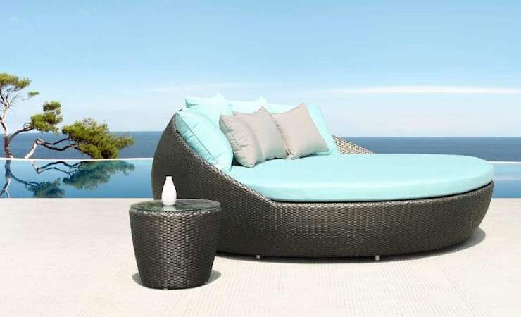 DAY BED: Balcones y terrazas de estilo  por SINDO OUTDOOR