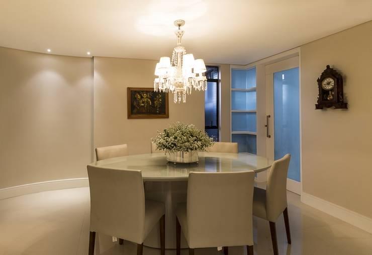 Apartamento G2: Salas de jantar clássicas por AC Arquitetura