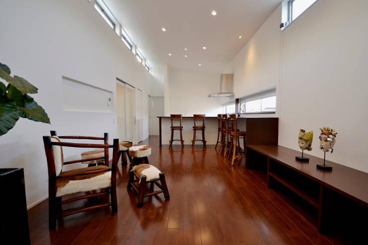 クグリノイエ リビング: フォーレストデザイン一級建築士事務所が手掛けたです。
